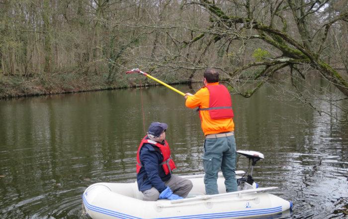 Nettoyage des fils de pêche lac des Minimes